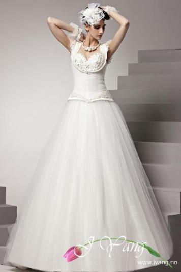 40ac0627 10 ubeseiret moderne klassisk brudekjoler | Lie Kjeldsens Blogg – J Yang